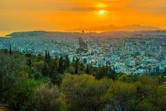 Πανόραμα της Αθήνας στο ηλιοβασίλεμα όμορφη εικονική παράσταση & Στοκ εικόνα με δικαίωμα ελεύθερης χρήσης