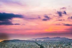 Πανόραμα της Αθήνας στο ηλιοβασίλεμα όμορφη εικονική παράσταση & Στοκ φωτογραφία με δικαίωμα ελεύθερης χρήσης