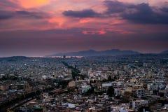 Πανόραμα της Αθήνας στο ηλιοβασίλεμα όμορφη εικονική παράσταση & Στοκ Φωτογραφία