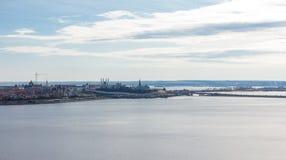 Πανόραμα της ακτής με την κύρια έλξη Kazan στοκ εικόνα με δικαίωμα ελεύθερης χρήσης