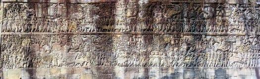 Πανόραμα της ανακούφισης bas στον αρχαίο ναό Bayon σε Angkor Thom, S Στοκ φωτογραφία με δικαίωμα ελεύθερης χρήσης