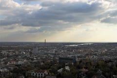 Πανόραμα της Βουδαπέστης με το νεφελώδη ουρανό Στοκ Φωτογραφίες