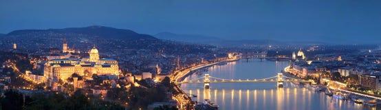 Πανόραμα της Βουδαπέστης τή νύχτα Στοκ φωτογραφία με δικαίωμα ελεύθερης χρήσης