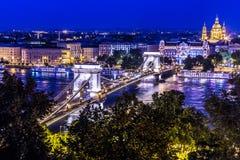 Πανόραμα της Βουδαπέστης, Ουγγαρία, με τη γέφυρα αλυσίδων και την ισοτιμία Στοκ φωτογραφία με δικαίωμα ελεύθερης χρήσης