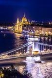 Πανόραμα της Βουδαπέστης, Ουγγαρία, με τη γέφυρα αλυσίδων και την ισοτιμία Στοκ Φωτογραφίες