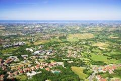 Πανόραμα της Δημοκρατίας του Άγιου Μαρίνου και της Ιταλίας από Monte Titano, πόλη του Άγιου Μαρίνου Στοκ Εικόνες