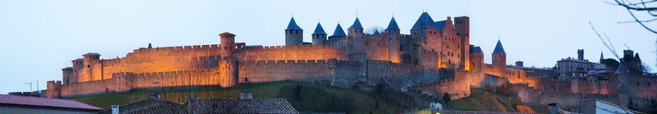 Πανόραμα της ενισχυμένης πόλης το βράδυ Carcassonne στοκ εικόνες