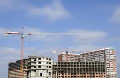 Πανόραμα της κατασκευής με τους γερανούς πολυόροφων κτιρίων Στοκ Εικόνες