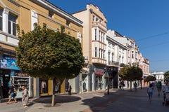 Πανόραμα της κεντρικής οδού Knyaz Αλέξανδρος Ι στην πόλη Plovdiv, Βουλγαρία Στοκ Φωτογραφίες