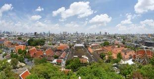 Πανόραμα της Μπανγκόκ με τα αρχαία και σύγχρονα κτήρια από το Wat Saket Στοκ φωτογραφία με δικαίωμα ελεύθερης χρήσης