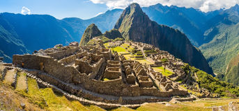 Πανόραμα της μυστήριας πόλης - Machu Picchu, Περού, Νότια Αμερική. Οι καταστροφές Incan. Στοκ εικόνες με δικαίωμα ελεύθερης χρήσης