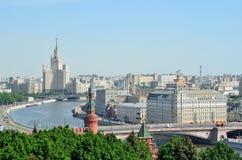 Πανόραμα της Μόσχας, μια άποψη για το πολυόροφο κτίριο στο ανάχωμα Kotelnicheskaya του ποταμού της Μόσχας Στοκ φωτογραφίες με δικαίωμα ελεύθερης χρήσης