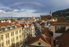 Πανόραμα της παλαιάς πόλης της Πράγας με τις κόκκινες στέγες Στοκ Εικόνες