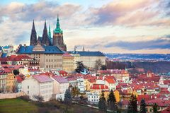 Πανόραμα της Πράγας με το Κάστρο της Πράγας Στοκ Εικόνες