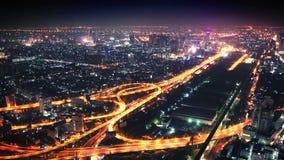 Πανόραμα της πόλης νύχτας με την οδική σύνδεση φιλμ μικρού μήκους