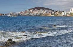 Πανόραμα της πόλης Los Cristianos από τον ωκεανό tenerife Κανάρια νησιά tenerife Ισπανία Στοκ φωτογραφία με δικαίωμα ελεύθερης χρήσης