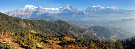Πανόραμα της σειράς Annapurna υποστηριγμάτων, Νεπάλ Ιμαλάια Στοκ Εικόνες