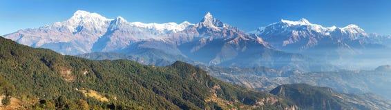 Πανόραμα της σειράς Annapurna υποστηριγμάτων, Νεπάλ Ιμαλάια Στοκ φωτογραφία με δικαίωμα ελεύθερης χρήσης