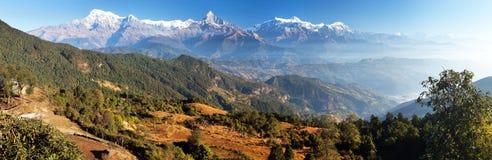 Πανόραμα της σειράς Annapurna υποστηριγμάτων, Νεπάλ Ιμαλάια Στοκ εικόνα με δικαίωμα ελεύθερης χρήσης
