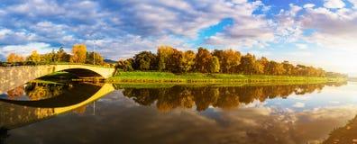 Πανόραμα της Φλωρεντίας στο υπόβαθρο του ποταμού Arno Στοκ Εικόνα