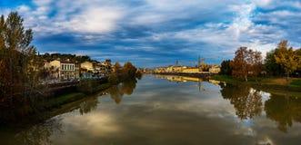 Πανόραμα της Φλωρεντίας στο υπόβαθρο του ποταμού Arno Στοκ φωτογραφία με δικαίωμα ελεύθερης χρήσης