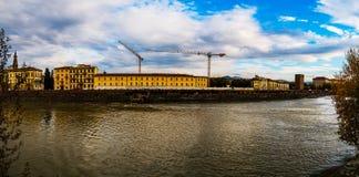 Πανόραμα της Φλωρεντίας στο υπόβαθρο του ποταμού Arno Στοκ εικόνες με δικαίωμα ελεύθερης χρήσης