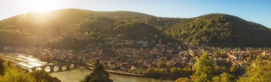 Πανόραμα της Χαϋδελβέργης στο φως του ήλιου πρωινού στοκ εικόνα