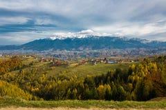Πανόραμα τοπίων βουνών Στοκ φωτογραφία με δικαίωμα ελεύθερης χρήσης