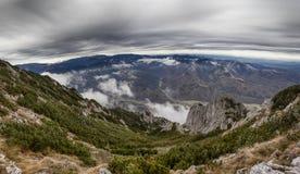 Πανόραμα τοπίων βουνών Στοκ εικόνες με δικαίωμα ελεύθερης χρήσης