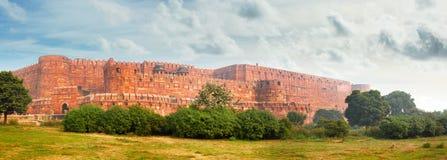 Πανόραμα του αρχαίου κόκκινου οχυρού σε Agra. Ινδία Στοκ Εικόνες