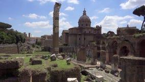 Πανόραμα του αρχαίου φόρουμ Romanum καταστροφών σε σε αργή κίνηση Ρωμαϊκό φόρουμ στο κέντρο της πόλης της Ρώμης, Ιταλία φιλμ μικρού μήκους