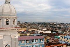 Πανόραμα του κέντρου πόλεων με τα παλαιά σπίτια Σαντιάγο de Κούβα, Κούβα στοκ εικόνα με δικαίωμα ελεύθερης χρήσης