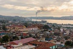 Πανόραμα του κέντρου πόλεων με τα παλαιά σπίτια Σαντιάγο de Κούβα, Κούβα στοκ φωτογραφία με δικαίωμα ελεύθερης χρήσης