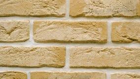Πανόραμα του κίτρινου διακοσμητικού τούβλου για το σπίτι Υπόβαθρο πλινθοδομής Φραγμός αριθμού απόθεμα βίντεο