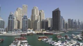 Πανόραμα του καναλιού του προσδίδοντος γόητρο τομέα του βίντεο μήκους σε πόδηα αποθεμάτων μαρινών του Ντουμπάι φιλμ μικρού μήκους