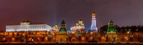 Πανόραμα του Κρεμλίνου στη χειμερινή νύχτα Στοκ Εικόνες