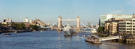 Πανόραμα του Λονδίνου με τη γέφυρα πύργων Στοκ Εικόνες