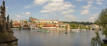 Πανόραμα του μικρότερου τετάρτου, Πράγα, Δημοκρατία της Τσεχίας κατά μήκος του ποταμού Vltava στοκ εικόνες με δικαίωμα ελεύθερης χρήσης