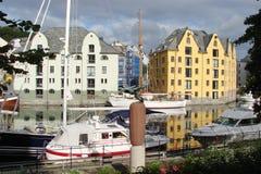 Πανόραμα του Μπέργκεν κοντά στις ακτές της νορβηγικής θάλασσας στο κεντρικό μέρος της Νορβηγίας στοκ φωτογραφία
