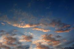Πανόραμα του μπλε ουρανού με τα σύννεφα στοκ φωτογραφία