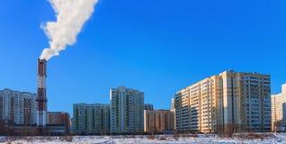 Πανόραμα του νέου κατοικημένου χωριού στην πόλη Balashikha, περιοχή της Μόσχας, της Ρωσίας Θέρμανση του κατοικημένου χωριού στο χ στοκ φωτογραφία