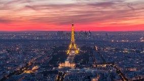 Πανόραμα του Παρισιού μετά από την ημέρα ηλιοβασιλέματος στη νύχτα timelapse Άποψη πύργων του Άιφελ από το κτήριο montparnasse στ απόθεμα βίντεο