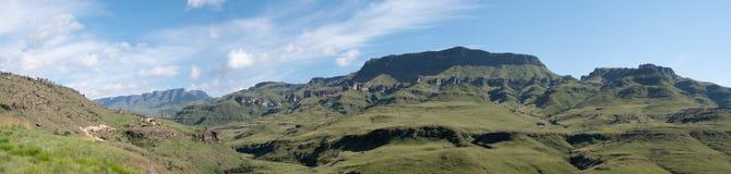 Πανόραμα του περάσματος Sani, πέρασμα βουνών που συνδέει τη Νότια Αφρική με το Λεσόθο στοκ εικόνα