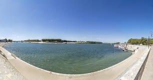 Πανόραμα του ποταμού Ροδανός σε Arles, Γαλλία Στοκ φωτογραφία με δικαίωμα ελεύθερης χρήσης