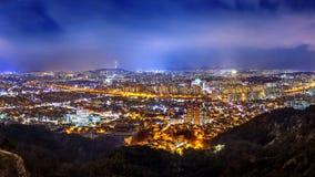 Πανόραμα του στο κέντρο της πόλης πύργου εικονικής παράστασης πόλης και της Σεούλ στη Σεούλ, Νότια Κορέα Στοκ Εικόνες