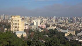 Πανόραμα του σύγχρονου Μπακού, ηλιόλουστη ημέρα Δεκεμβρίου φλυάρων απόθεμα βίντεο