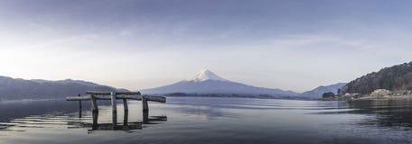 Πανόραμα του Φούτζι από τη λίμνη Kawakuchigo Στοκ Φωτογραφίες