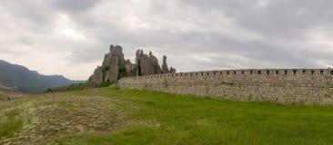 Πανόραμα του φυσικού φρουρίου στους βράχους Belogradchik στοκ φωτογραφία με δικαίωμα ελεύθερης χρήσης