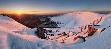 Πανόραμα του χειμερινού βουνού, παγωμένο η Σλοβακία τοπίο Στοκ εικόνα με δικαίωμα ελεύθερης χρήσης