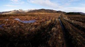 Πανόραμα των βουνών Bluestack Donegal Ιρλανδία με μια λίμνη στο μέτωπο Στοκ Εικόνες